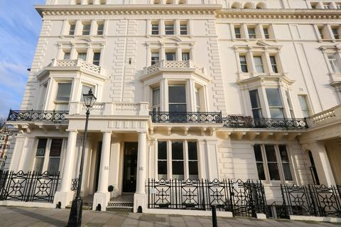 1 bedroom ground floor flat to rent - Palmeira Square, Hove