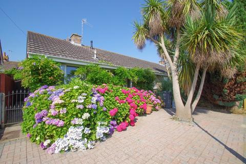 2 bedroom semi-detached bungalow for sale - Whites Mead, Sandown
