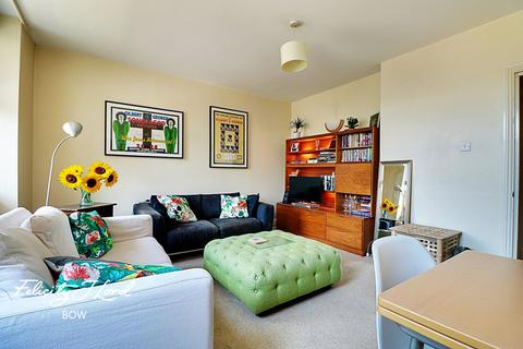 2 bedroom flat for sale - Bow Road, London