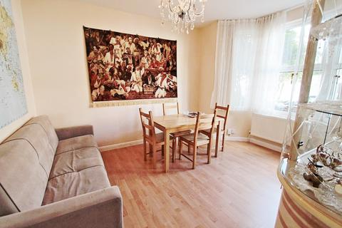 2 bedroom house for sale - Clinton Road, London