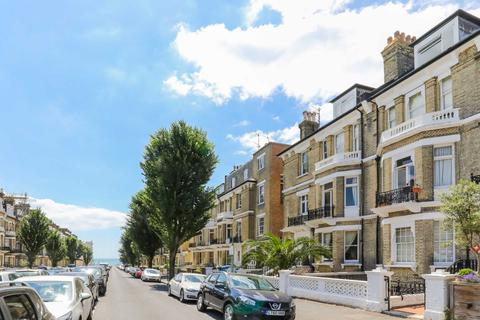 1 bedroom flat to rent - First Avenue, Hove