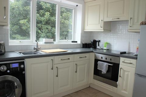 2 bedroom maisonette to rent - Hillcrest Road