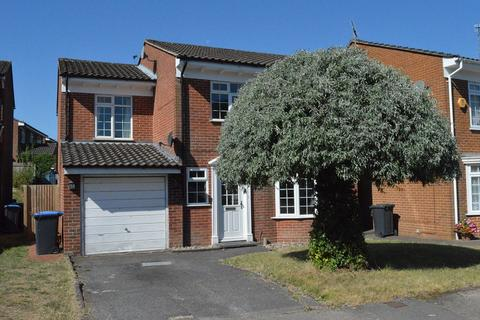 4 bedroom detached house to rent - Gerald Close, Burgess Hill RH15
