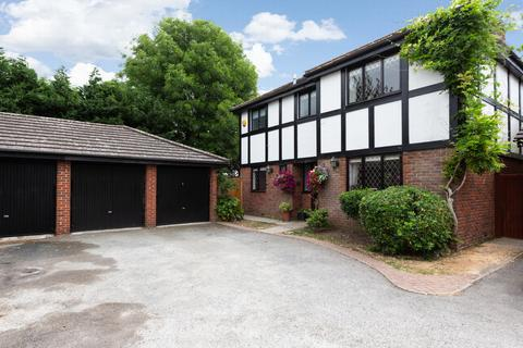 4 bedroom house for sale - Canterbury Close, Chigwell, IG7