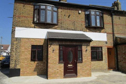 Studio to rent - West Road, Southend-On-Sea