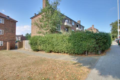 3 bedroom flat for sale - Dagnam Park Drive, Romford