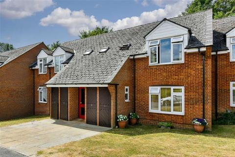 2 bedroom flat for sale - Rowan Mead, Tadworth, Surrey