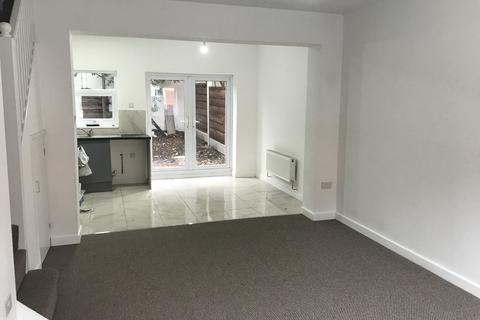 3 bedroom semi-detached house for sale - Lyndhurst Road, Stockport