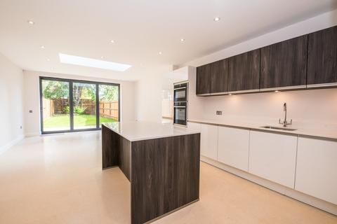 4 bedroom semi-detached house to rent - Tudor Road, Kingston Upon Thames, Surrey, KT2