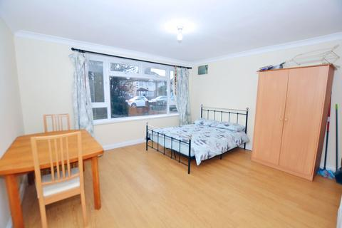 Studio for sale - Wellington Road South, Hounslow