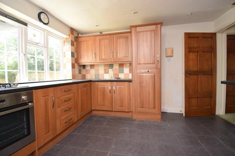 4 bedroom detached house to rent - Dropmore Road, Burnham, SL1