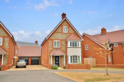 5 bedroom detached house to rent - Elizabeth II Avenue, Shootersway, Berkhamsted HP4