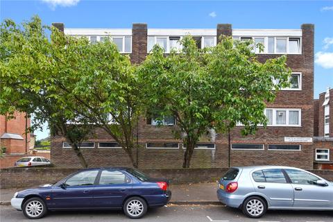 2 bedroom flat to rent - Copsfield Court, 27-29 Woodford Road, London, E18