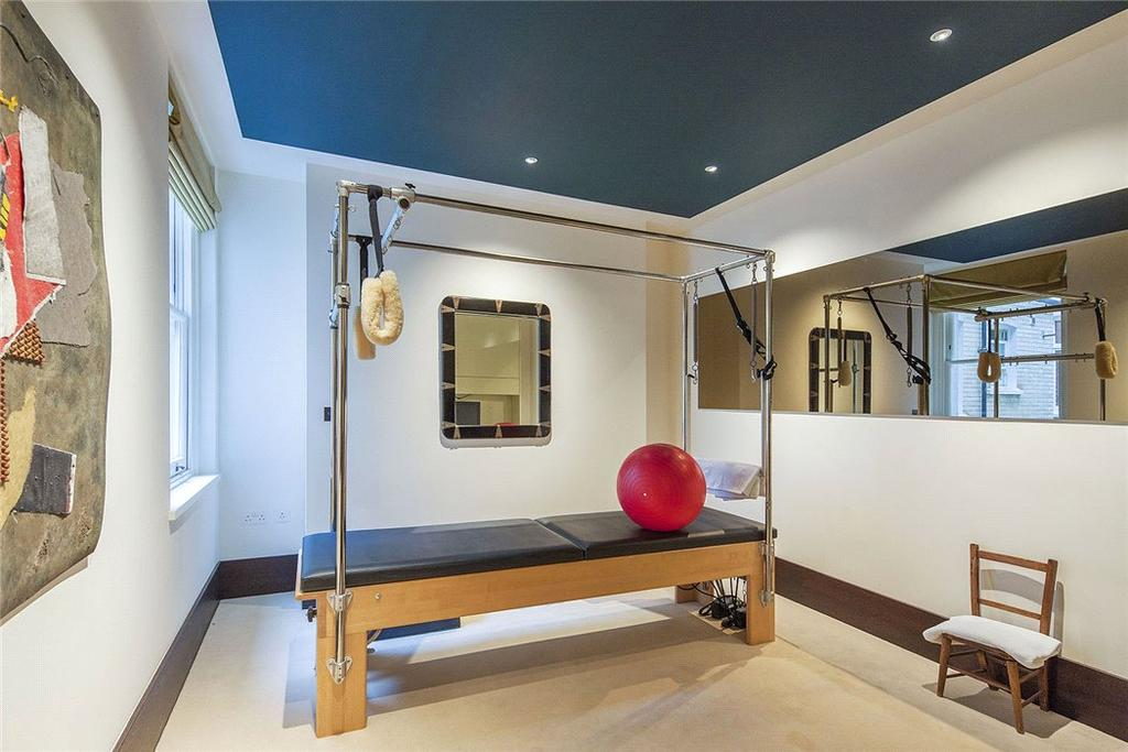 Bedroom/Gym W2