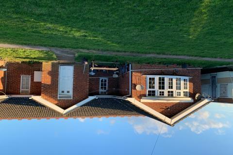 Studio to rent - Sundon Road, Toddington