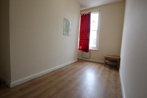 House share to rent - Flat 2 Week Street,  Maidstone, ME14