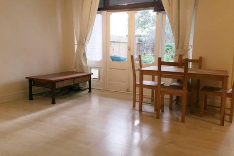 2 bedroom flat for sale - Radbourne Avenue, Ealing