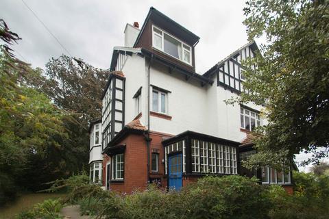 2 bedroom flat for sale - Ashleigh Road, West Park, Leeds 16