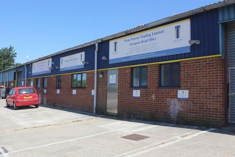Industrial unit to rent - BRIGHT INDUSTRIAL BUILDING WITH CENTRAL MEZZANINE LEVEL TO BE LET