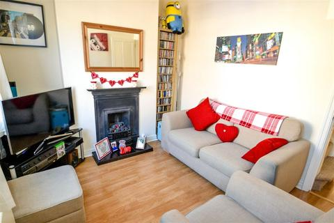 2 bedroom terraced house to rent - Finsbury Street, YO23
