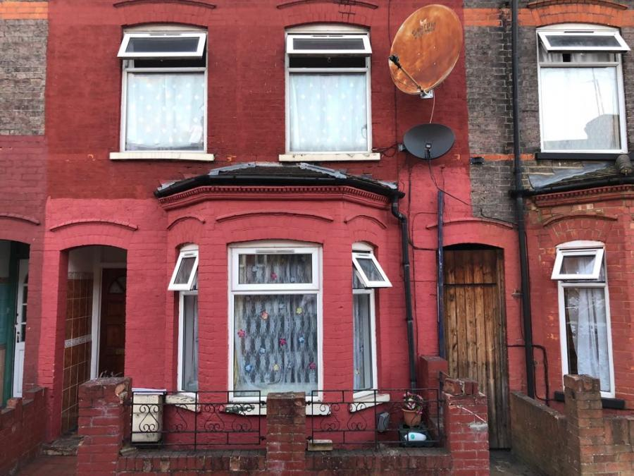 Superb 3 bed house on ash road in bury park for s