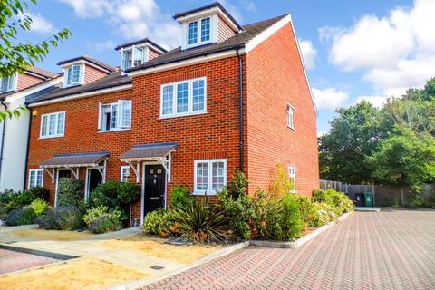 3 bedroom semi-detached house to rent - Foxleigh Grange, Bisley, Woking, Surrey