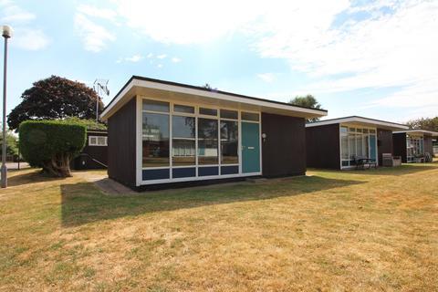 2 bedroom detached bungalow for sale - Broadside Chalet Park, Stalham