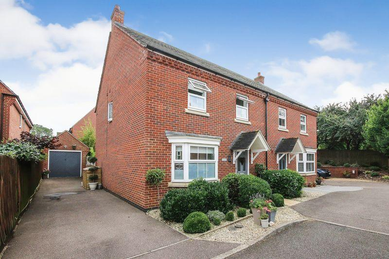 4 Bedrooms Semi Detached House for sale in Kerrison Close, Lidlington