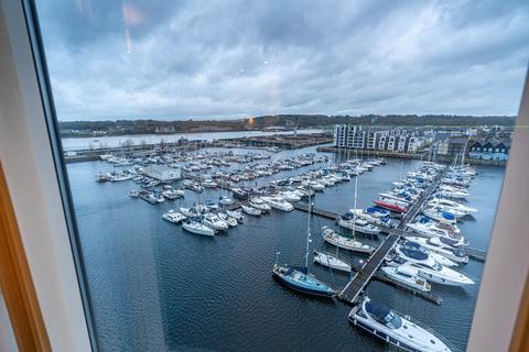 2 bedroom flat to rent - Marina Point East, Chatham Quays, Dock Head Road, Chatham, Kent, ME4