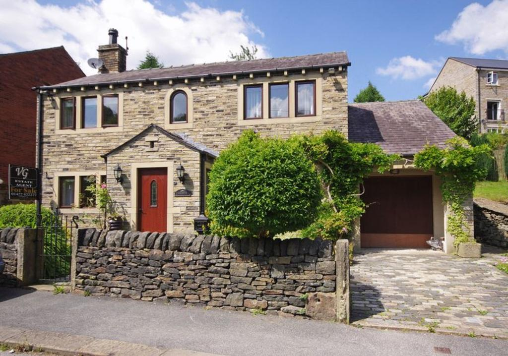 3 Bedrooms Detached House for sale in Cobblestones, Bar Lane, Ripponden, HX6 4EX