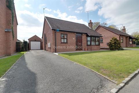 2 bedroom bungalow for sale - Beechcroft Avenue, Crewe