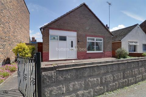 2 bedroom bungalow for sale - Middlewich Street, Crewe