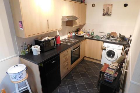 Studio to rent - Upperton Road, Eastbourne