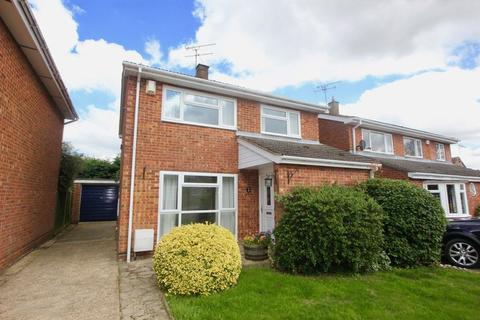 4 bedroom detached house to rent - Maple Way, Kensworth.