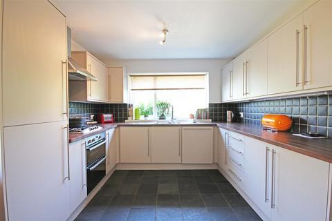 3 bedroom detached bungalow to rent - Wayland Avenue, Withdean, Brighton