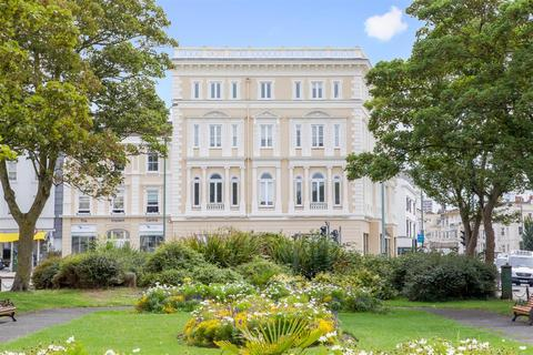 2 bedroom flat for sale - Holland Road, Hove