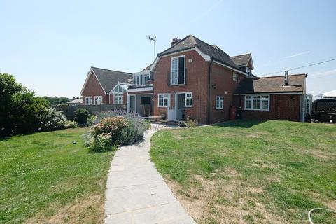 4 bedroom semi-detached house for sale - Private Road, Chelmsford, CM2
