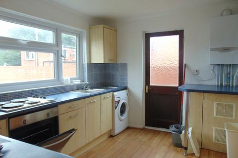 4 bedroom semi-detached house to rent - Ashtree Road