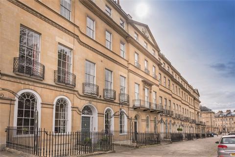 2 bedroom flat to rent - Sydney Place, Bath