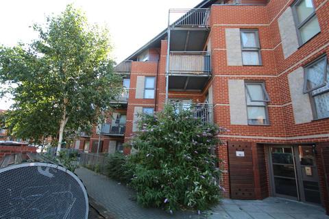 1 bedroom apartment to rent - Lewin Terrace, Bedfont