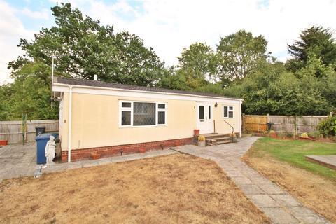 2 bedroom bungalow for sale - Barnet Road, Barnet