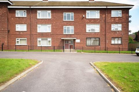 3 bedroom flat for sale - Bancroft Road, Halton View