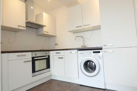Studio to rent - Very Large Studio Flat in Park Crescent, Luton