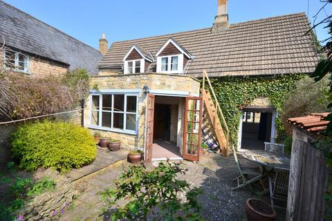 3 bedroom cottage for sale - Stable Hill, Brigstock