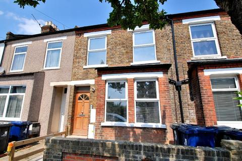 3 bedroom flat - Framfield Road, Hanwell, London, W7 1NG