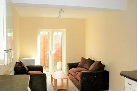 4 bedroom house share to rent - North Road, Cathays, Cardiff