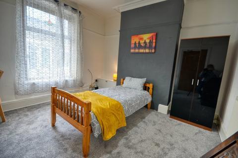 Studio to rent - Bedsit All Bills Included - Dove Lane, Darwen