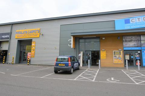 Industrial unit to rent - Staines Road, Hounslow