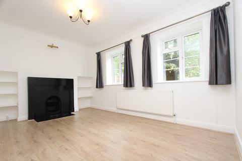 2 bedroom flat to rent - Dorchester Court, Colney Hatch Lane, London