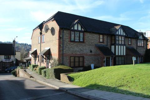Studio to rent - Cotswold Court, High Wycombe HP11